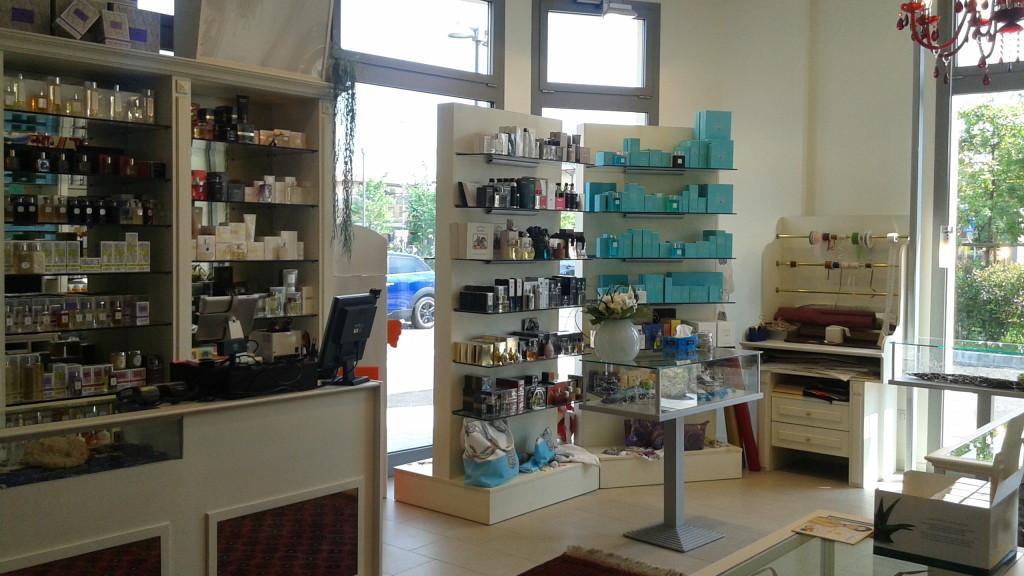 Arredamento per negozi ar design arredamentiar design for Negozi arredamento brescia