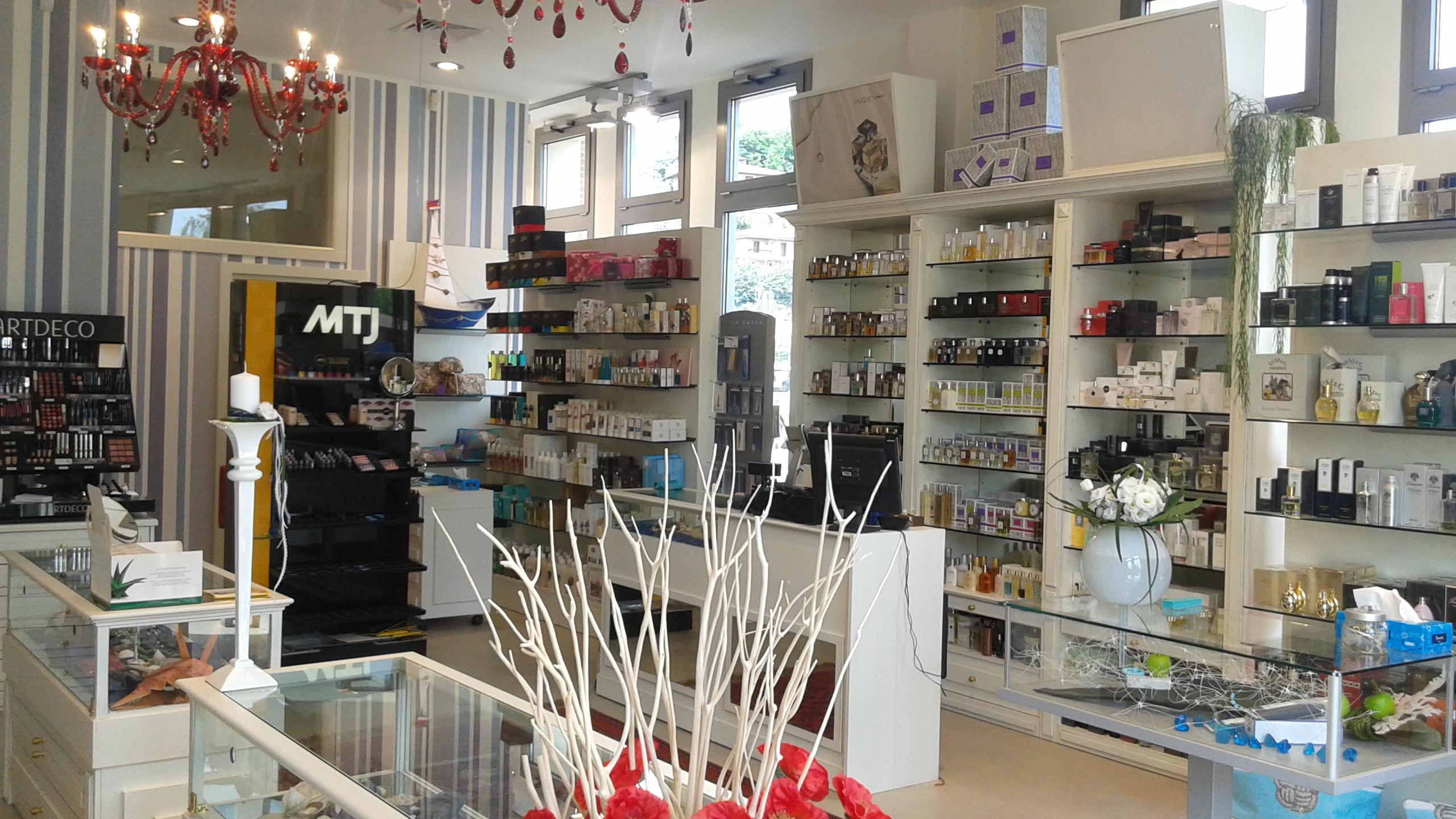 Arredamento per negozi ar design arredamentiar design for Negozi arredamento